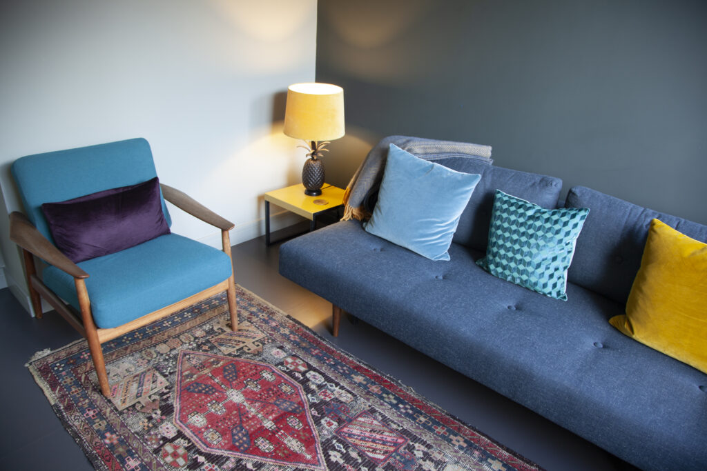 Hackney Consulting Rooms to Rent - Querencia Room 2 chairs